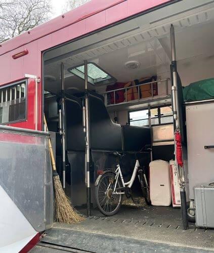 gepackter-Pferde-LKWm7ms2wPidUUal