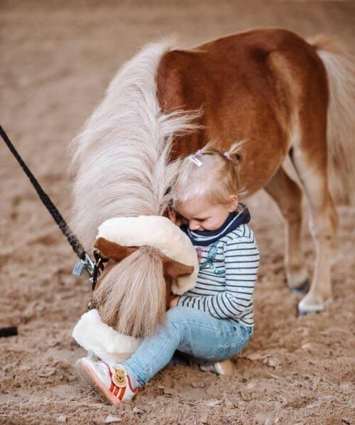 Kind-mit-Pony
